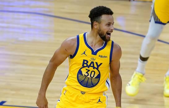 Curry rompe marca con 62 puntos; Warriors vencen a Blazers