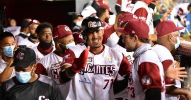 Gigantes dan segundo golpe a las Aguilas en la final beisbol de la RD