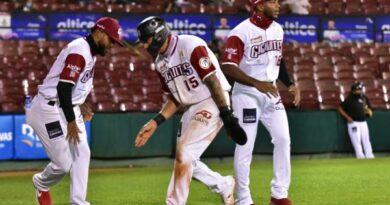 Los Gigantes derrotan a las Aguilas en el inicio serie final torneo beisbol de RD