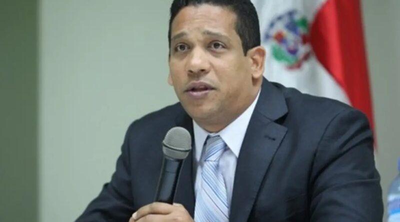 Director de Compras y Contrataciones responde a senador que lo llamó «irresponsable