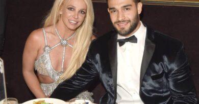 """El novio de Britney Spears dijo que está """"mirando hacia un futuro normal y sorprendente"""" después de un documental explosivo"""