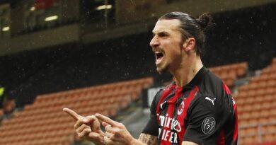 Ibrahimovic marca dos goles, llega a 501 para clubes y lleva al Milan a la cabeza
