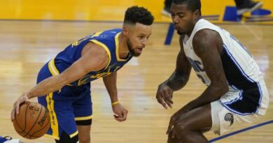 Curry anota 10 triples, Warriors vencen a Magic