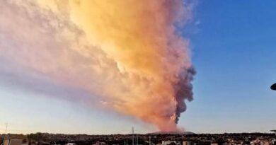 Después de la erupción del Etna, el aeropuerto de Catania sigue cerrado