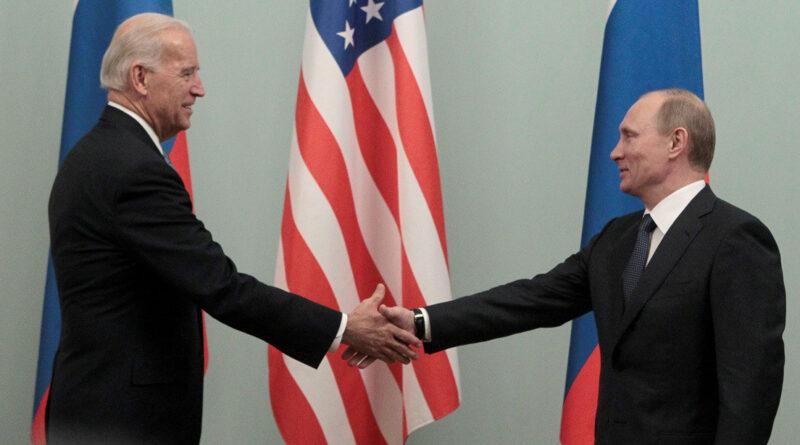 """Slavoj Zizek: """"Si la presidencia de Biden resulta mejor que la de Trump, no será por su alma"""""""