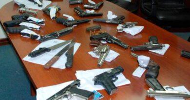 Sacan a 52 empleados que controlaban entrega de los permisos de armas de fuego