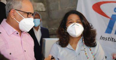 CONANI y el INAVI van en auxilio de familia de escasos recursos en Herrera