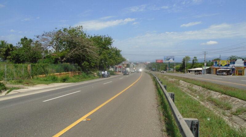 Cierran el transito en autopista Duarte para realizar carreras de velocidad en Montecristi