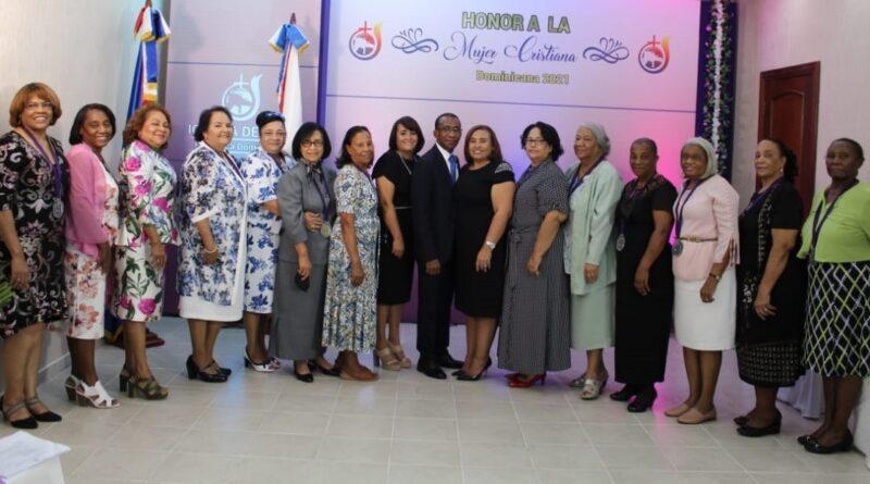 Concilio Iglesia de Dios reconoce a mujeres destacada en labor ministerial y profesional