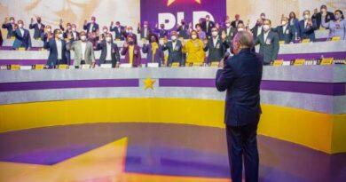 Danilo Medina anuncia medidas; advierte en PLD solo hay espacio para servir al país