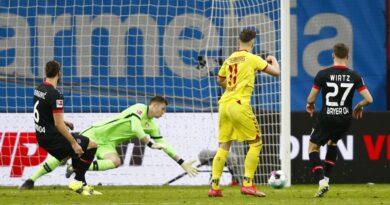 Demirovic y Höler sorprenden al Bayer tras el descanso