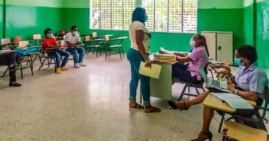 Maestras denuncian Educación no les paga licencia de maternidad desde hace cuatro años