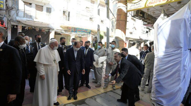 """El papa se reunió con el ayatolá chiita Alí Sistani en Nayaf: """"Los cristianos de Irak deben vivir en paz"""""""
