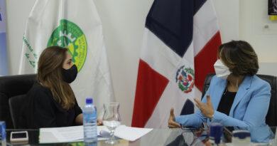 Entidades firman convenio para formar mujeres emprendedoras en La Vega
