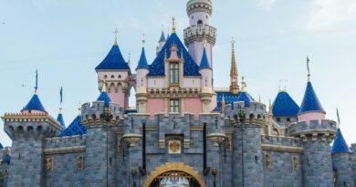 Disneyland atrae entusiasmo a medida que se acerca la reapertura bajo las nuevas reglas de California