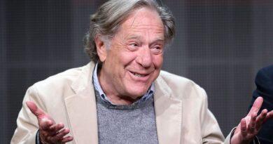 Muere George Segal, estrella de Goldberg, a los 87 años