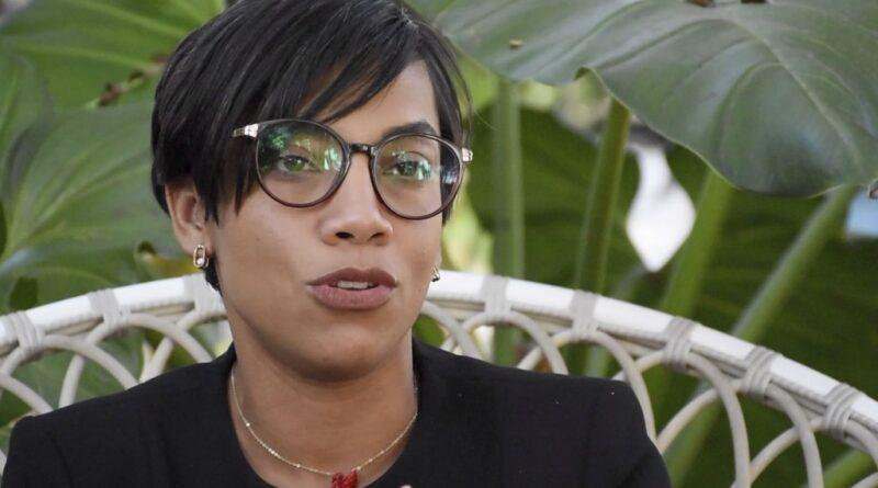 Gobernadora de Montecristi dice a bases del PRM que «sus horas están contadas para comenzar a disfrutar del manjar del poder»