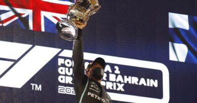 Hamilton se impone a Verstappen en el Gran Premio de Baréin