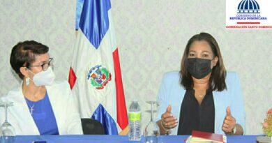 Gobernadora Drullard se compromete a trabajar en la erradicación del analfabetismo