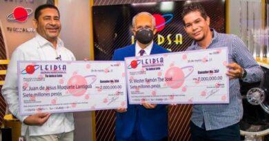 Ganadores Leidsa reciben cheque
