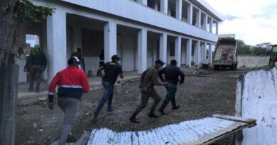 Migración interviene escuela donde se refugiaban haitianos en Dajabòn