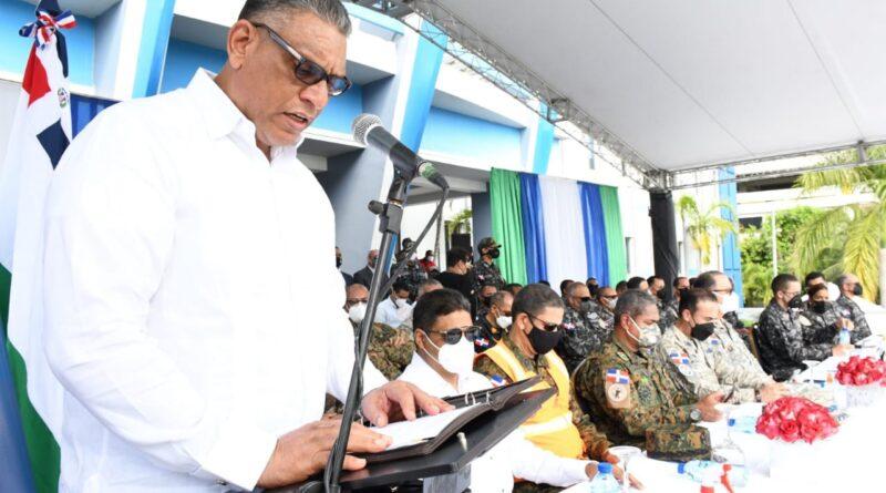 Ministro de Interior pide a agentes aplicar ley con firmeza, pero sin excesos durante Semana Santa