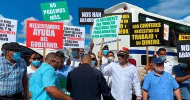 Transportistas turisticos anuncian paro de labores