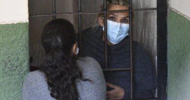 La Justicia de Bolivia decidió mantener por seis meses la detención contra la ex presidenta Áñez