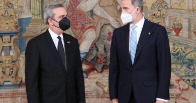 Pandemia, crisis económica y relaciones bilaterales dominan reunión de Abinader y Rey de España