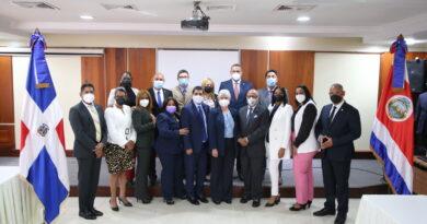 Alfredo Pacheco encabeza visita de Embajadora y Cónsul al Grupo Parlamentario Domínico-Costarricense