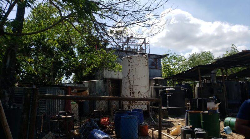 Autoridades buscan activamente personas que operaban fábrica de alcohol clandestina en Guerra