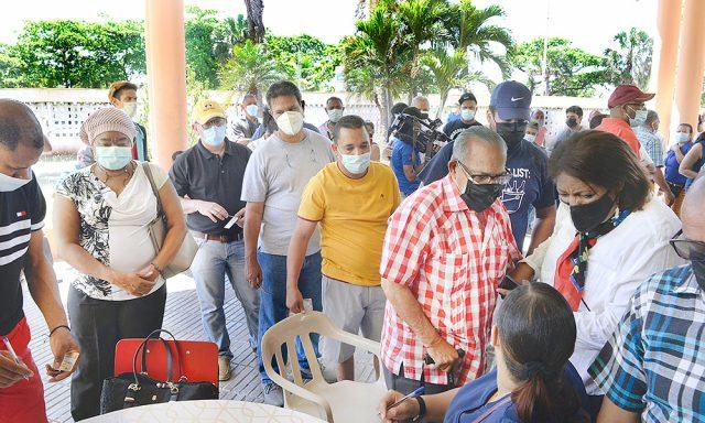 Cientos de periodistas se vacunan contra Covid-19