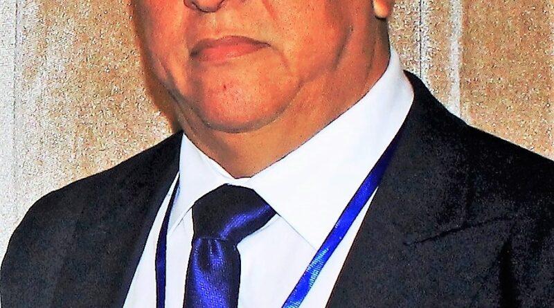 El dirigente y oficial deportivo Tony Peña R, felicita secretaria en su día, considera es un ser excepcional y muy necesario