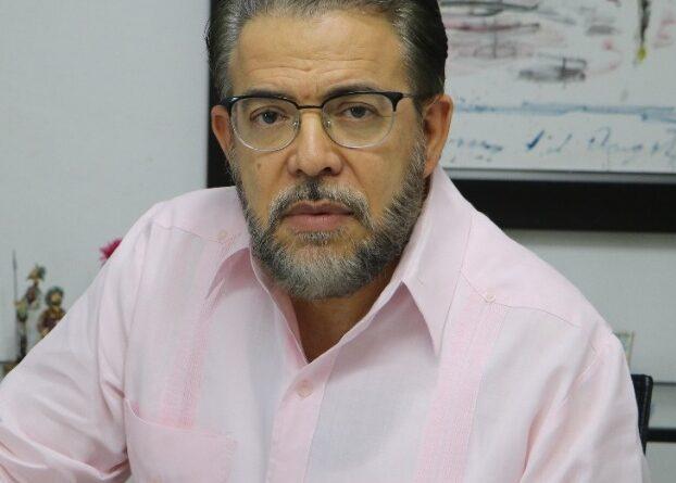 Guillermo Moreno muestra indignación ante desalojo a mujeres activistas frente al Congreso Nacional.