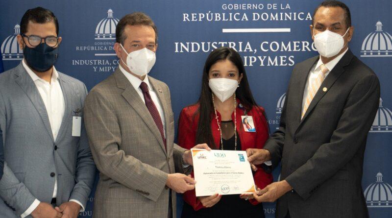La UFHEC Y el MICM entregan certificados a participantes realizaron diplomado en Compliance para el Sector Público