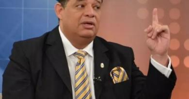 """Luisin Jimenez dice que no se puede culpar al Gobierno por la """"ineficiencia"""" de la Policía Nacional"""