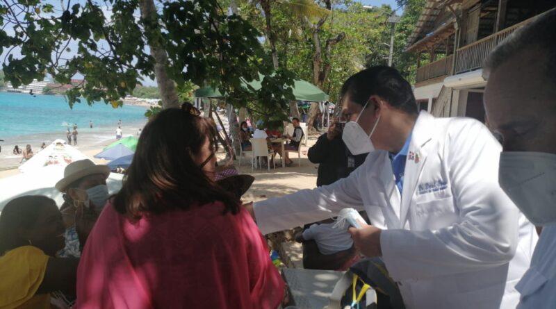 Ministro de Salud afirma gran parte de adultos mayores, maestros y policías están vacunados contra COVID-19
