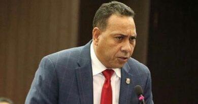 Multitud intenta agredir diputado por supuesto apoyo a Barrick Gold