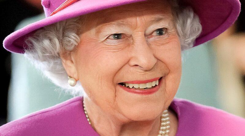 Reina Elizabeth IICorrespondencia humorística: ¡escribió en nombre de sus corgis!