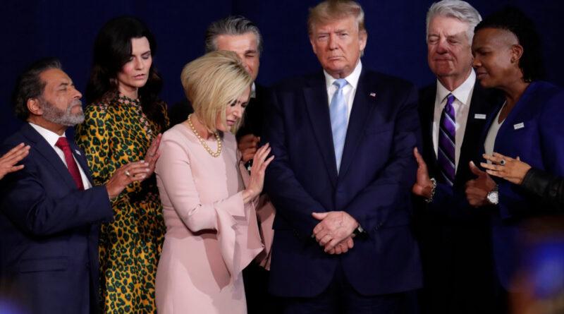 Trump desea 'Felices Pascuas a los locos radicales de izquierda' que 'quieren destruir nuestro país'