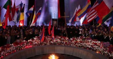 Armenia conmemoró el 106 aniversario del Genocidio con velas, flores y emotivas ceremonias