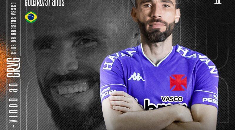 Vasco anuncia el fichaje del portero Vanderlei Después de dejar Grêmio, el atleta firmó con el equipo de Río hasta el final de la temporada. Vasco anunció, en la noche del domingo, el fichaje del portero Vanderlei. Después de dejar Grêmio , el atleta firmó un contrato con el equipo de Río hasta finales de 2021. Este es el sexto refuerzo de la temporada. + Fichajes del Vasco para 2021: ver quién llega, quién se queda y quién sale del club Vanderlei, con 37 años, llega a São Januário para suplir la salida de Fernando Miguel, cedido al Atlético-GO. Será el jugador experimentado de la posición y competirá por el título con Lucão, el base, que ha sido titular en el Carioca y en la Copa do Brasil. Vanderlei comenzó en Paranavaí, pero destacó en Coritiba. Fue contratado por Santos en 2015 y se convirtió en un puesto destacado en Brasil. Dejó Peixe en 2019 para jugar en el Grêmio, club en el que estuvo hasta la semana pasada. Empezó como titular, pero enfrentó la desconfianza de la afición y perdió su puesto ante Paulo Vitor en la final de la Copa do Brasil ante el Palmeiras. Posteriormente, dejó el equipo de Rio Grande do Sul. Antes de Vanderlei, Vasco había contratado a Ernando, Zeca, Marquinhos Gabriel, Léo Jabá y Morato. El principal objetivo de la temporada es el regreso a la Serie A.