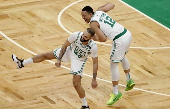 Otra noche perfecta de Williams da victoria a Boston Celtics