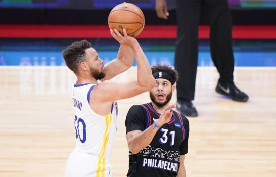 Curry supera marca de Kobe Bryant y Warriors superan a 76ers