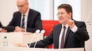 El parlamento del estado de Brandeburgo está profundamente dividido por las nuevas reglas de la corona