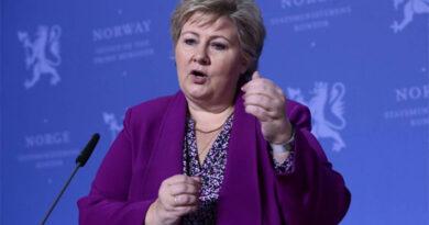 Multan a la primera ministra noruega por violar restricciones contra covid-19