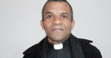 Párroco dominicano aboga por legalización de haitianos y Pedro Santana en Panteón Nacional