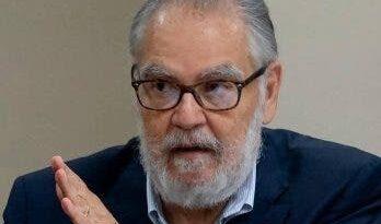 Ministro Economía aboga alza salarial