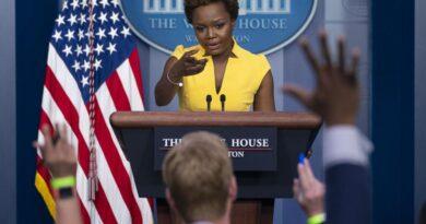 Karine Jean-Pierre hace historia en una sesión informativa en la Casa Blanca