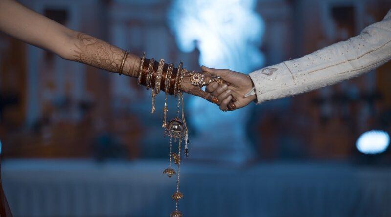 Una joven muere durante su boda en la India y su hermana se casa con el novio